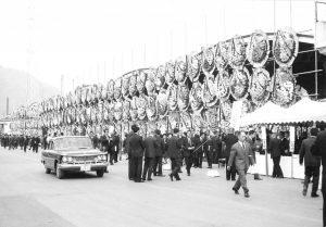 昭和40年10月7日、台風29号によりマリアナ海域アグリガン島付近で所属漁船「第3千代丸」を含む大型鰹船7隻の集団海難事件が発生。11月13日、第一船渠西岸壁の魚市場において殉職者72名の合同葬儀が執り行われた