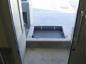 鮮魚解凍売場 出入口手足洗い場